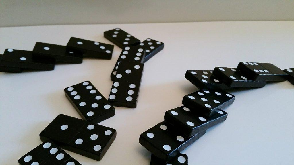 Domino 622606_1280